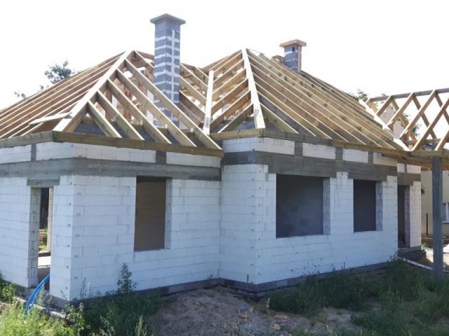 dom parterowy w budowie